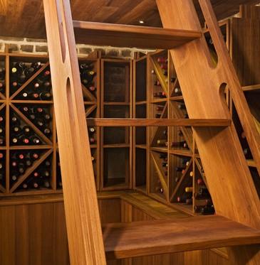 Falegnameria arredamento cantina in legno