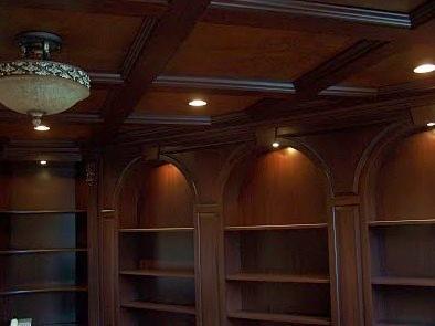 librerie con soffitto in legno