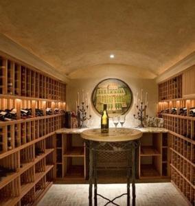 Arredamenti cantine vino for Arredare una taverna